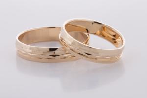 Geel gouden ringen bewerkt 2